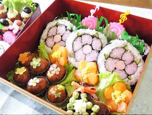 お花畑でルンルンな巻き寿司弁当