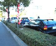 店の前の車の行列